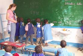 Volunteer-teaching-senegal